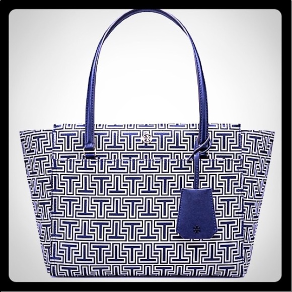 60d58abd4800 Tory Burch Parker Geo-T Small Tote Navy White. M 5aea2340fcdc31dbc413f77b